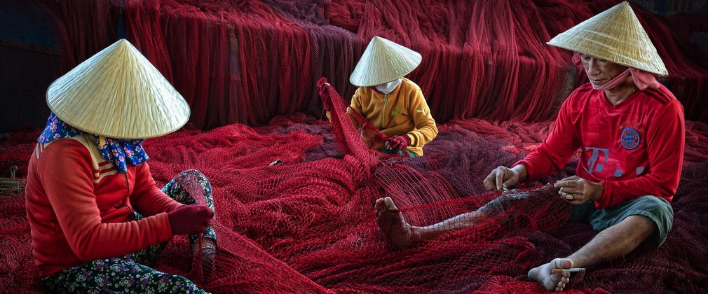 Ly Hoang Long 'Red Net Mending' (2020)
