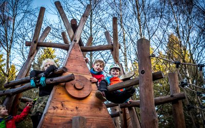 children on the play trail at Hamsterley Forest