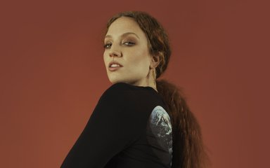 Photograph of Jess Glynne